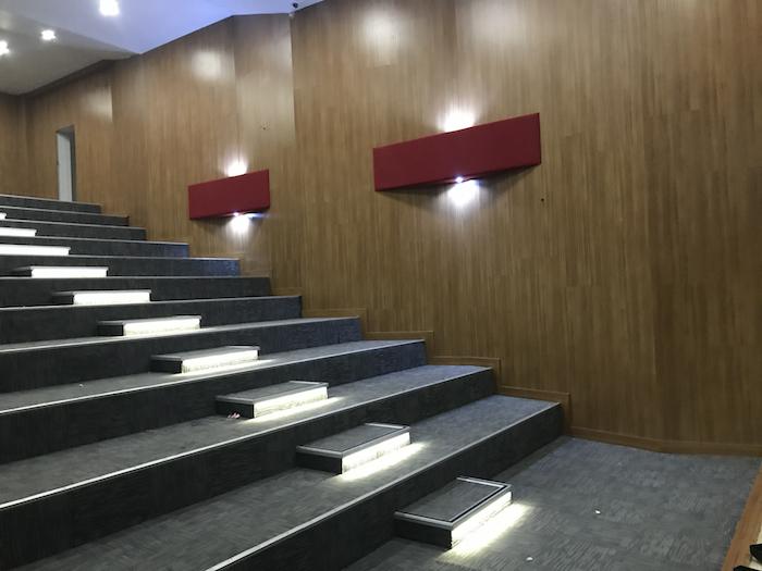konferans salonu zemin yapımı